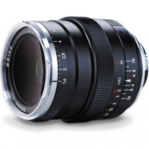 ZEISS Distagon T* 35mm f/1.4 ZM Lens (Black) +Zeiss UV Filter
